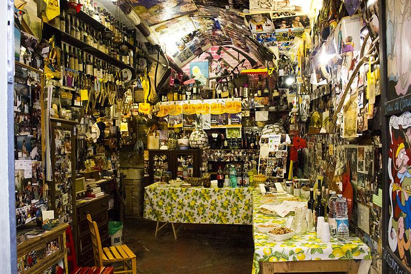 Cantina Fieuli di Caruggi, bottega di prodotti tipici ad Albenga