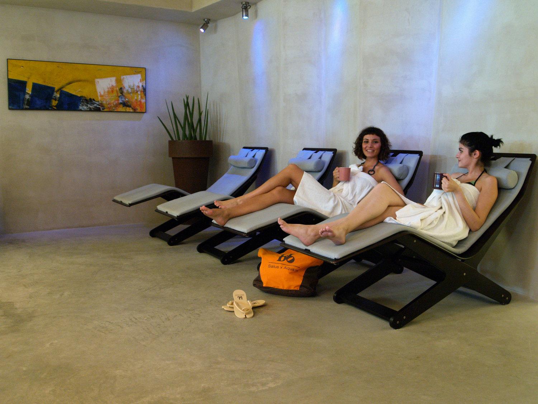 Musica, fragranze avvolgenti e un'ottima tisana calda ti attende nell'area relax della Spa